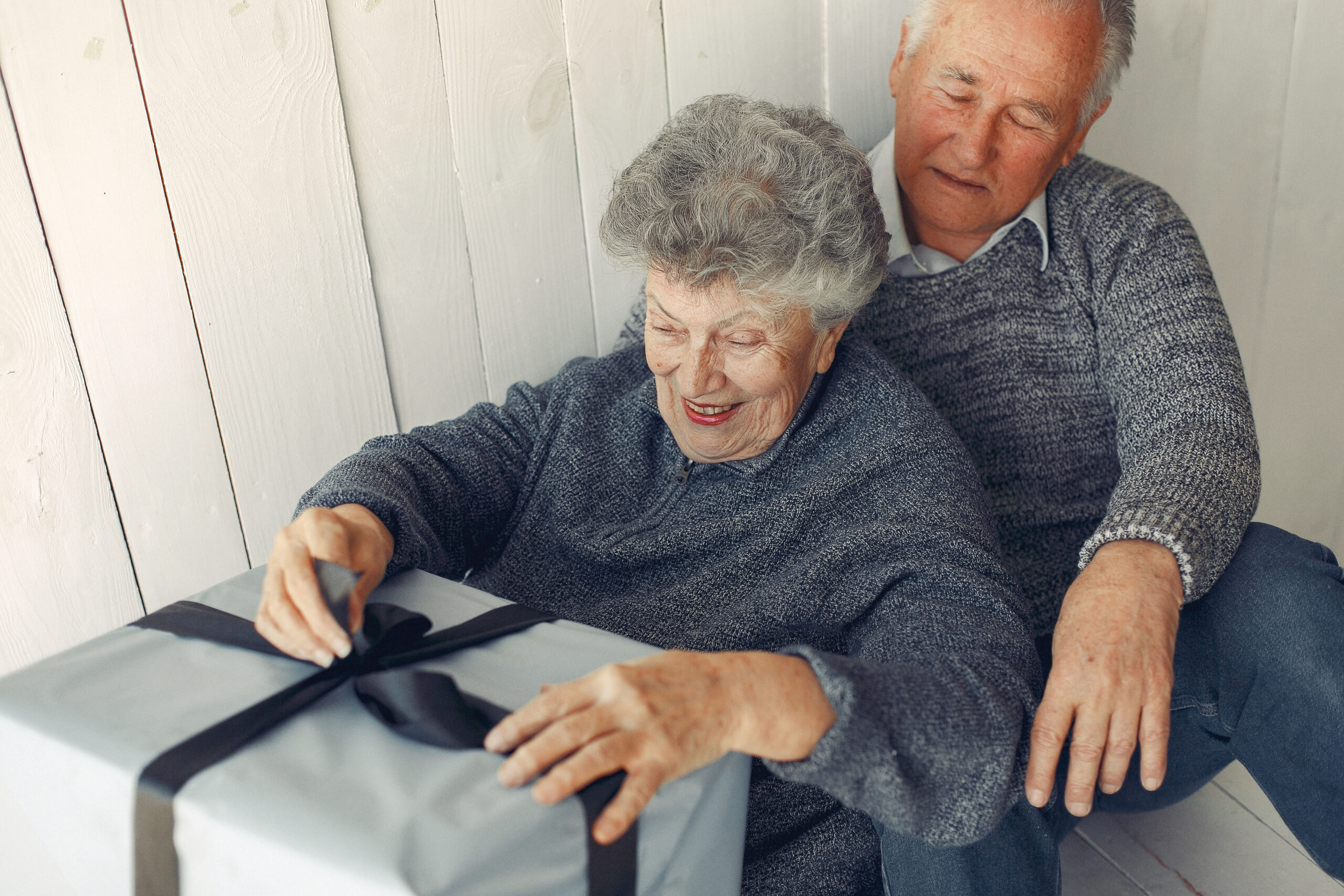 10 Great Gifts for Seniors That Are Also Good for Your Peace of Mind